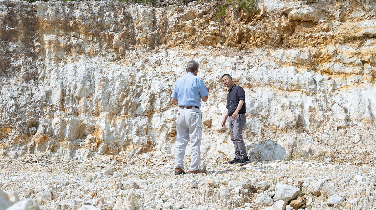 今日の九谷焼に使用されている陶石の多くはこの山から