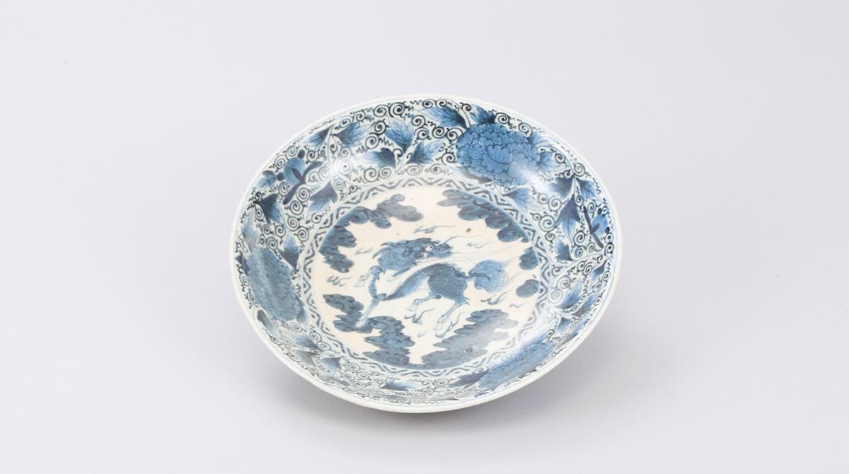 若杉窯「染付霊獣文皿」/能美市九谷焼美術館|五彩館|